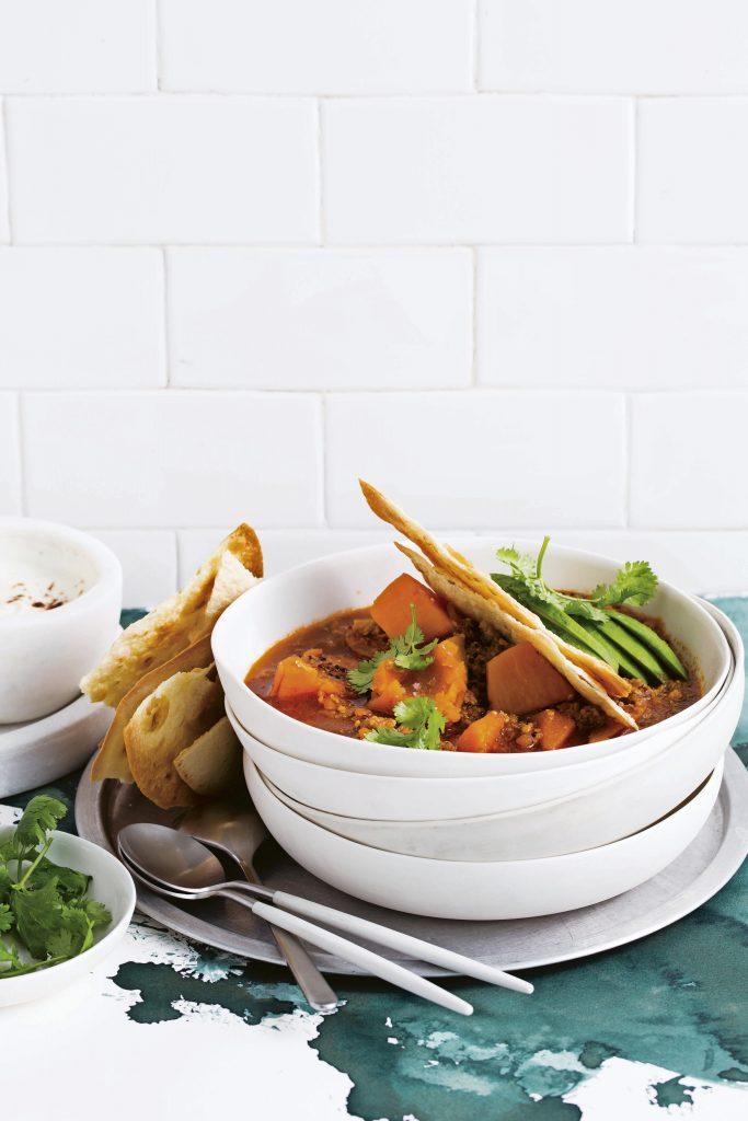 pittige kippensoep met zoete aardappel