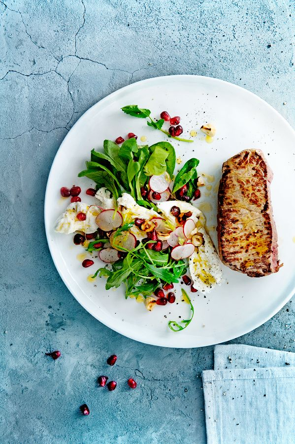 gegrilde biefstuk met radijs-mozzarellasalade