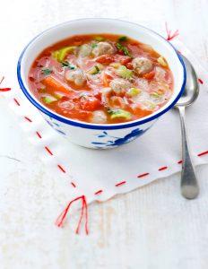 Tomaten-groentesoep met ballen - delicious