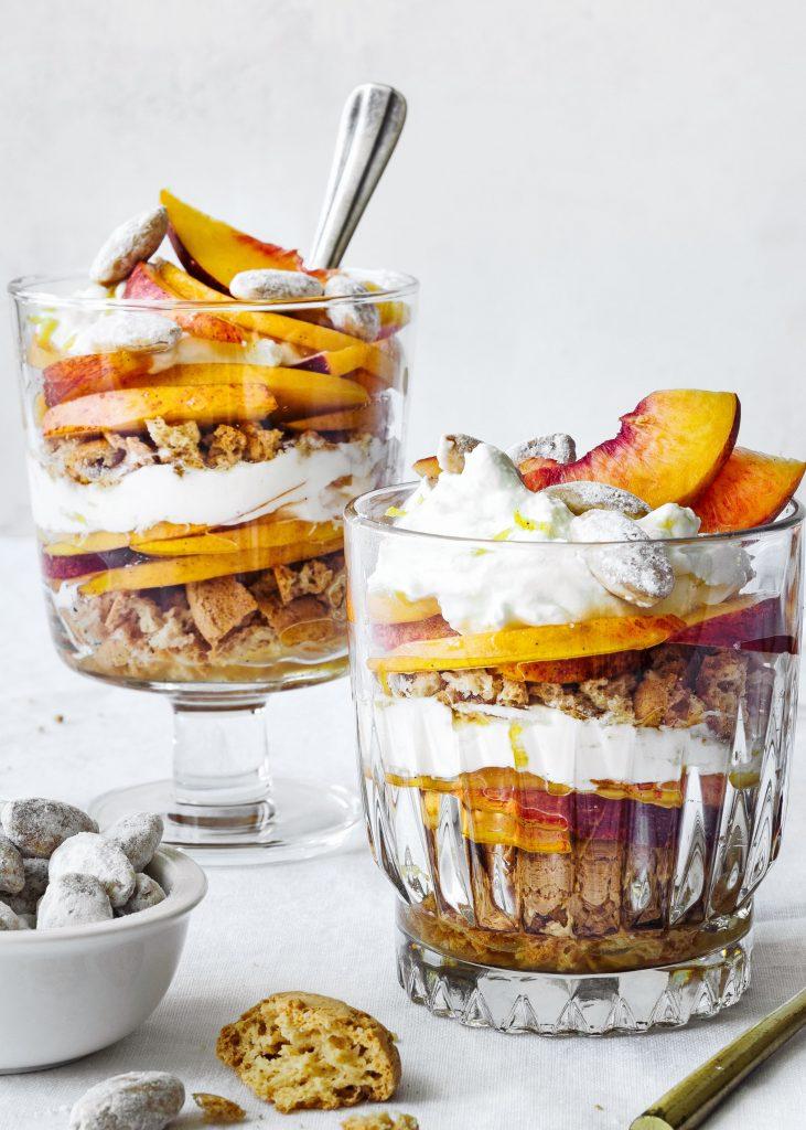 Bellini trifle met amaretti en citroenmascarpone - delicious