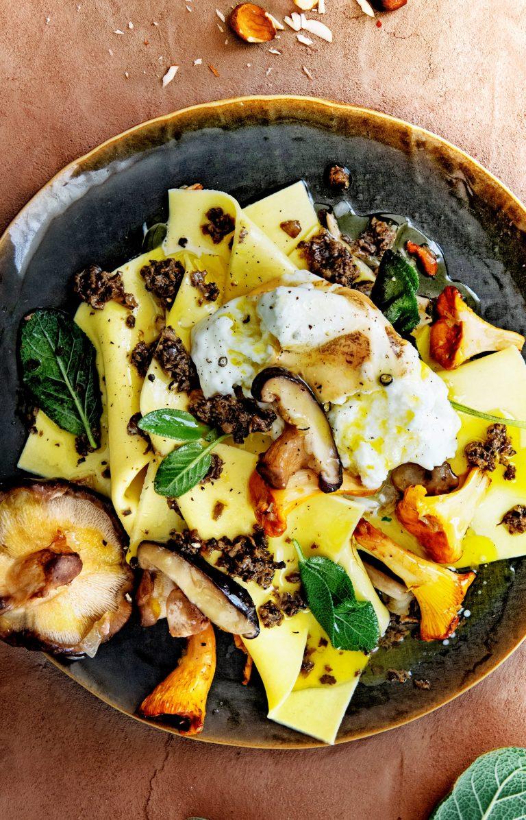 lasagne zonder oven met paddenstoelen, truffel en noten - delicious