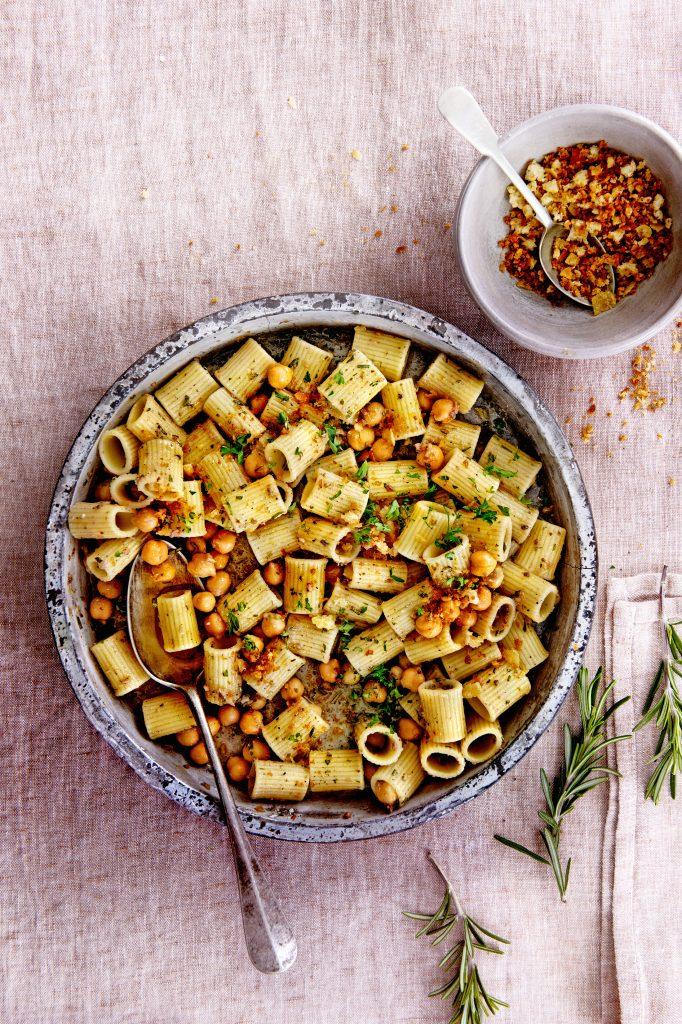 pasta met kikkererwten, ansjovis en rozemarijn