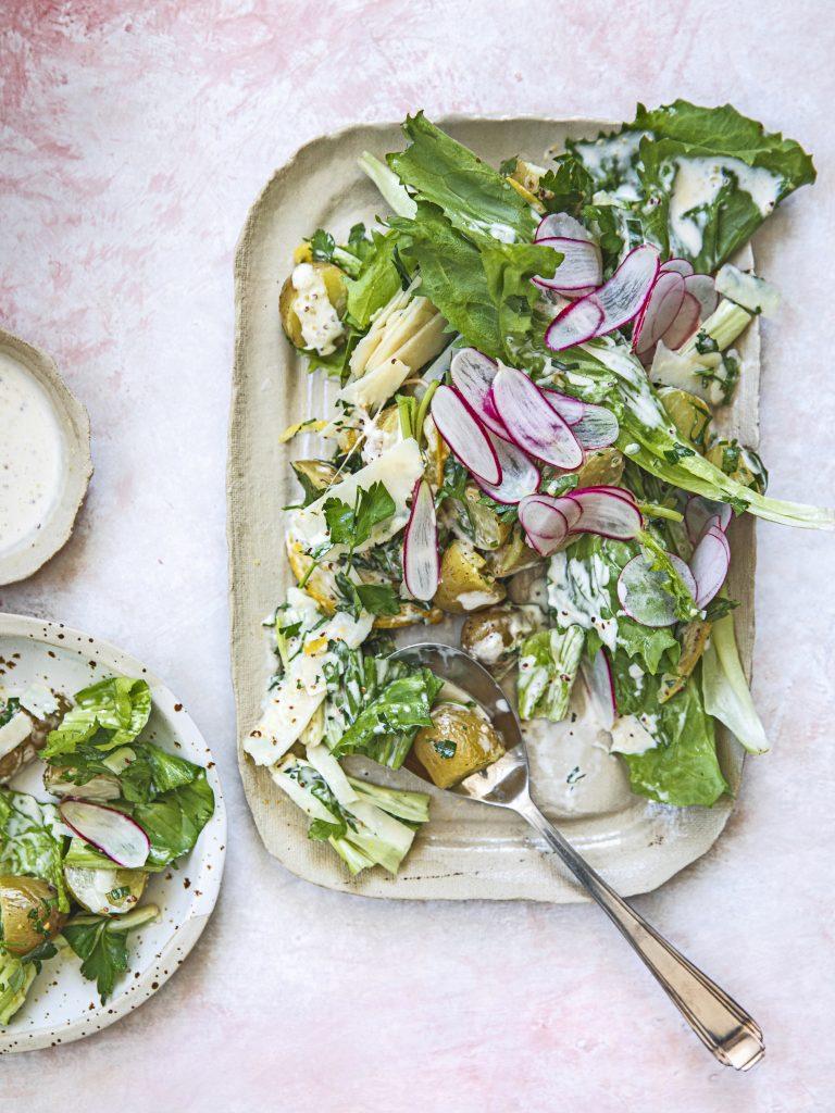 aardappel-andijvie salade met mosterd-parmezaandressing