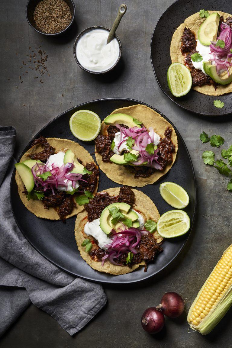 Mexicaanse taco's con carne guisada (gestoofd rundvlees)
