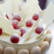 Champagnetaart met witte chocolade en frambozen - Chocolade en witte badkamer ...